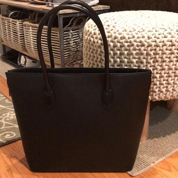 H M Bags   Hm Black Zip Tote Bag   Poshmark 3c67ba5313